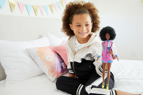 Mattel GRB35 Barbie Malibu Barbie 50th Anniversary Puppen, sortiert