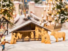 H0 Weihnachtsmarkt-Krippe mit Figuren in Holzoptik