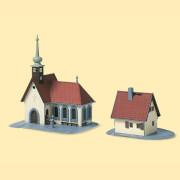 N Dorfkirche mit Pfarrhaus
