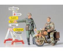 1:35 Diorama-Set Motorrad mit Wegweiser (2)