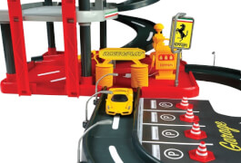 Bburago Ferrari R&P 1:43 ''ParkingGarage'', inkl. 2 Fahrzeugen, Tragebox